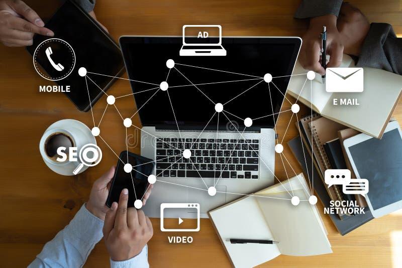 ΨΗΦΙΑΚΗ ΕΜΠΟΡΙΚΗ νέα επιχειρησιακή ομάδα προγράμματος MILLENNIALS ξεκινήματος στοκ εικόνες με δικαίωμα ελεύθερης χρήσης