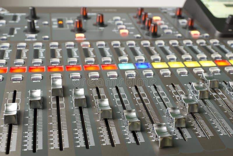 Ψηφιακός ακουστικός αναμίκτης απεικόνιση αποθεμάτων