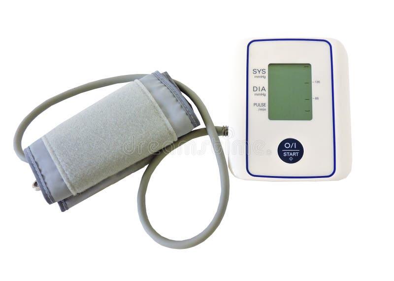 Ψηφιακό όργανο ελέγχου πίεσης του αίματος στο άσπρο υπόβαθρο Κινηματογράφηση σε πρώτο πλάνο Υγεία και ιατρική έννοια στοκ εικόνα
