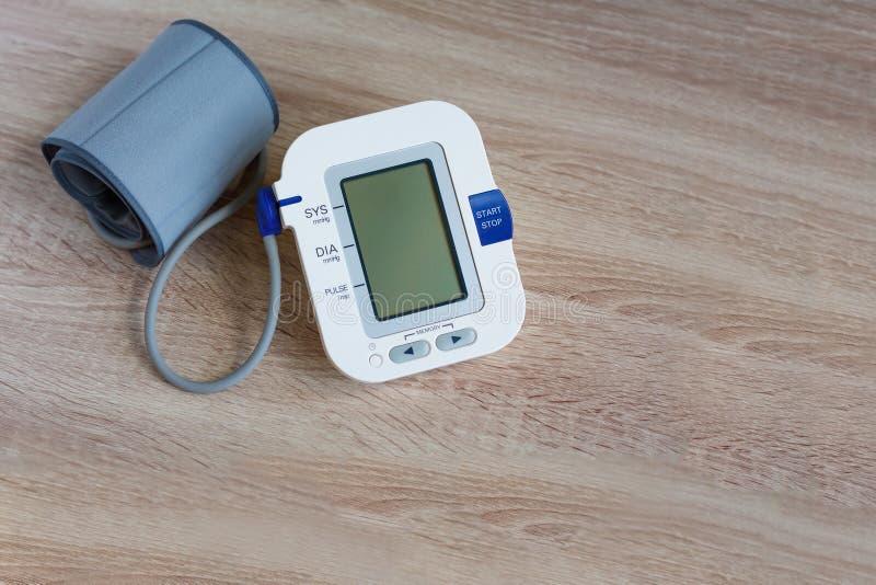 Ψηφιακό όργανο ελέγχου πίεσης του αίματος στοκ φωτογραφίες