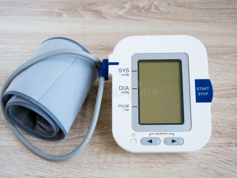 Ψηφιακό όργανο ελέγχου πίεσης του αίματος στοκ φωτογραφία με δικαίωμα ελεύθερης χρήσης