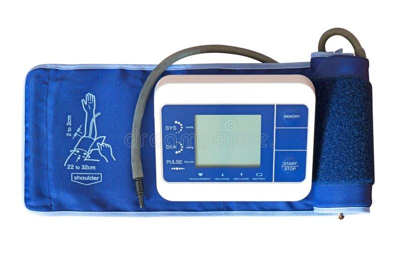 Ψηφιακό όργανο ελέγχου πίεσης του αίματος με τη μανσέτα βραχιόνων στο άσπρο υπόβαθρο στοκ εικόνα