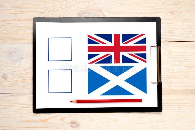 Ψηφοφορία με τις σημαίες του Ηνωμένου Βασιλείου και της Σκωτίας στοκ φωτογραφία με δικαίωμα ελεύθερης χρήσης