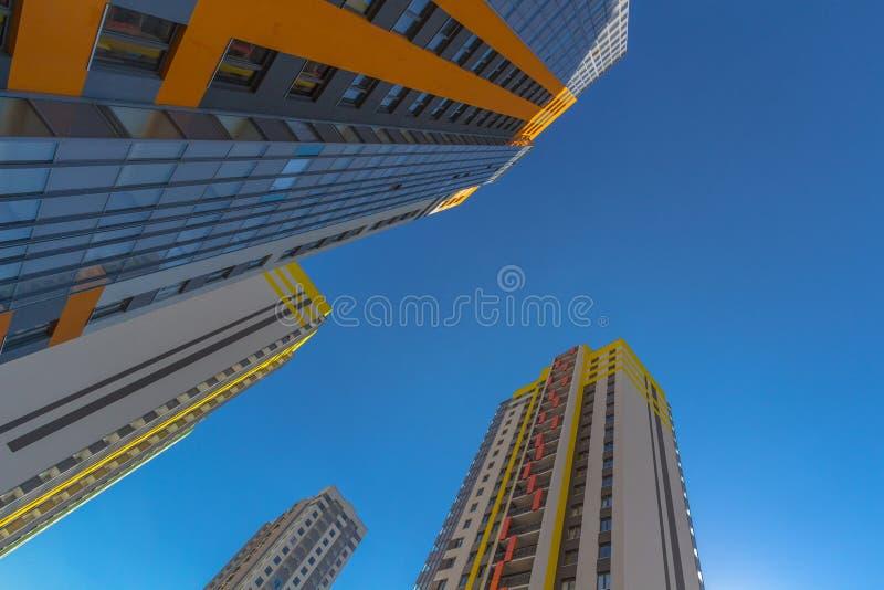 Ψηλά κατοικημένα σπίτια στοκ φωτογραφίες