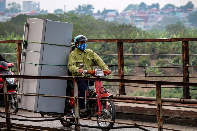 Ψυγείο σε μια μοτοσικλέτα Ανόι στοκ φωτογραφία με δικαίωμα ελεύθερης χρήσης