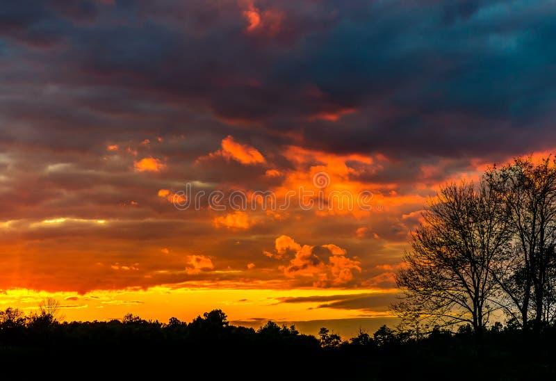 Ψυχρό ηλιοβασίλεμα στοκ εικόνα με δικαίωμα ελεύθερης χρήσης
