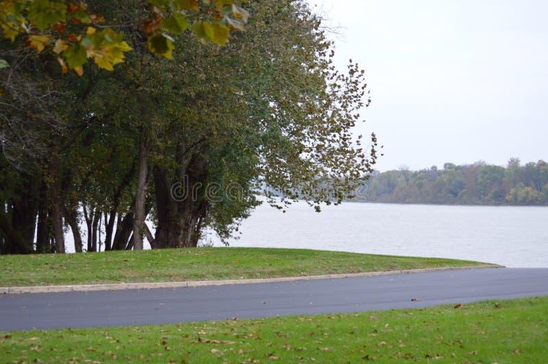 Ψυχρό Riverfront 2 στοκ φωτογραφία με δικαίωμα ελεύθερης χρήσης