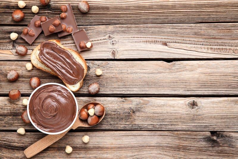 Ψωμί με τη λειωμένη σοκολάτα στοκ εικόνα