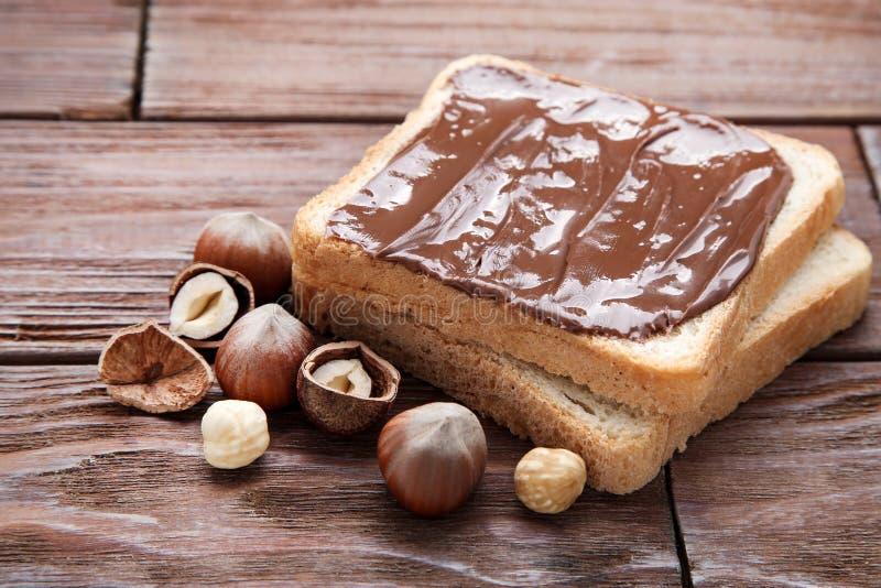 Ψωμί με τη λειωμένη σοκολάτα στοκ εικόνα με δικαίωμα ελεύθερης χρήσης