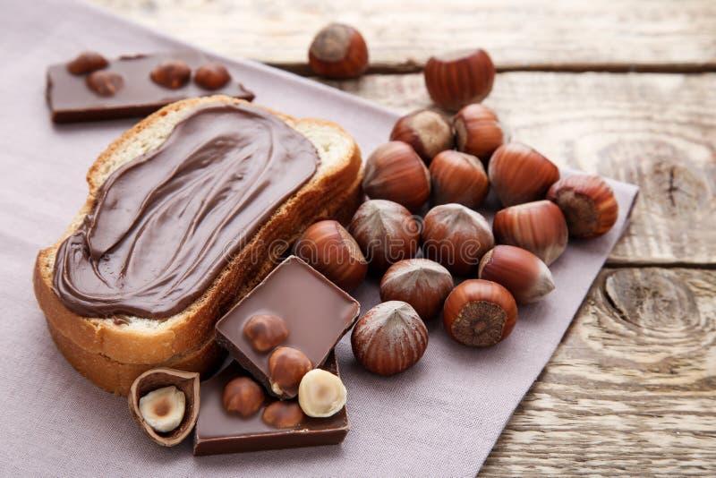 Ψωμί με τη λειωμένη σοκολάτα στοκ εικόνες με δικαίωμα ελεύθερης χρήσης