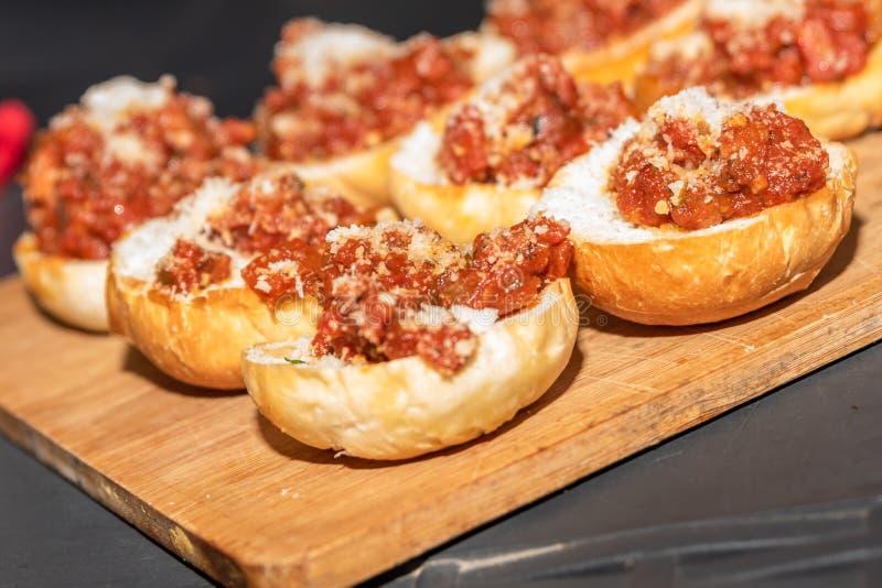 Ψωμί με τις ντομάτες στοκ φωτογραφία