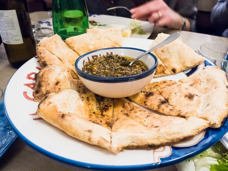 Ψωμί πιτσών και ιταλικά τρόφιμα στο γεύμα στοκ φωτογραφία με δικαίωμα ελεύθερης χρήσης