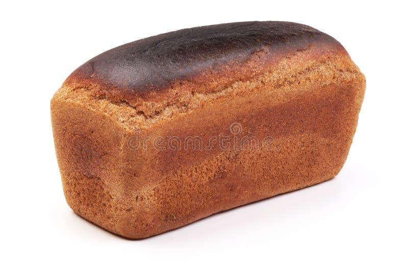 Ψωμί σίκαλης, που ψήνεται πρόσφατα, που απομονώνεται στο άσπρο υπόβαθρο στοκ εικόνες