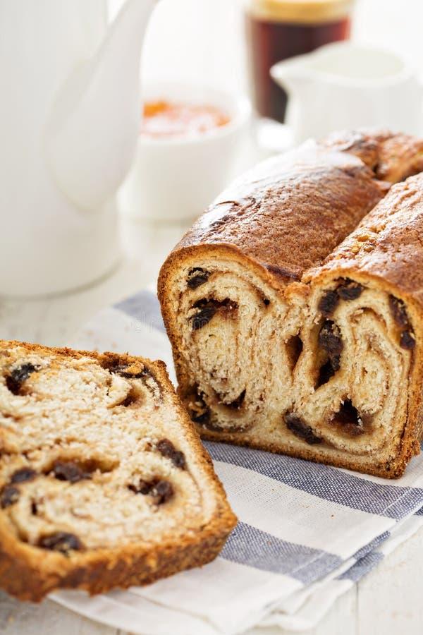 Ψωμί σταφίδων κανέλας για το πρόγευμα στοκ φωτογραφία με δικαίωμα ελεύθερης χρήσης