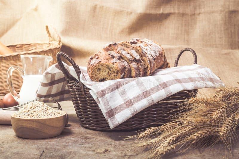 Ψωμί στο καλάθι στοκ εικόνα με δικαίωμα ελεύθερης χρήσης
