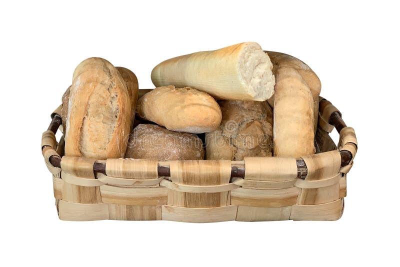 Ψωμί στο ψάθινο καλάθι που απομονώνεται στο άσπρο υπόβαθρο στοκ εικόνες με δικαίωμα ελεύθερης χρήσης