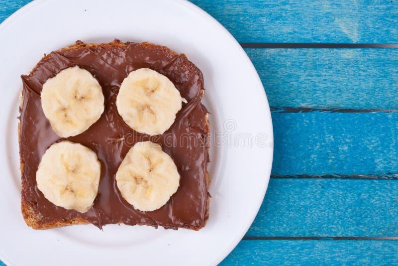 Ψωμί τη σοκολάτα που διαδίδονται με και την μπανάνα στοκ εικόνα με δικαίωμα ελεύθερης χρήσης