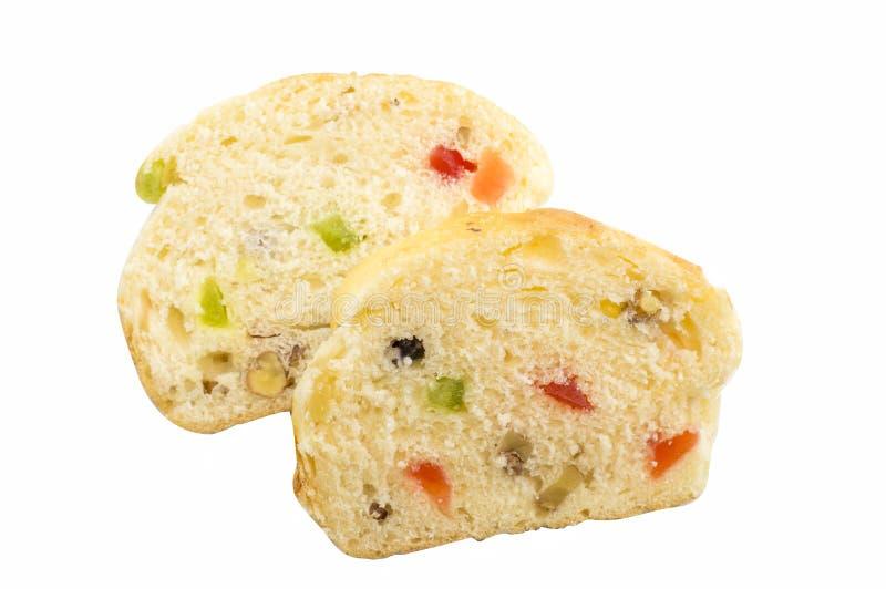 Ψωμί φρούτων τα διάφορα ξηρά φρούτα που απομονώνονται με στο λευκό στοκ εικόνα