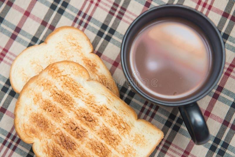 Ψωμί φρυγανιάς με την καυτή σοκολάτα στοκ εικόνες