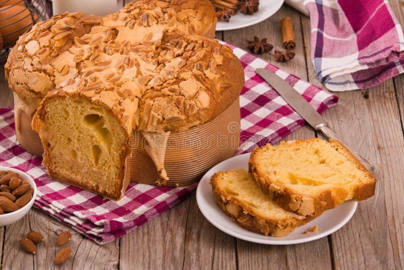 Ψωμί Colomba Pasquale περιστεριών Πάσχας στοκ φωτογραφίες