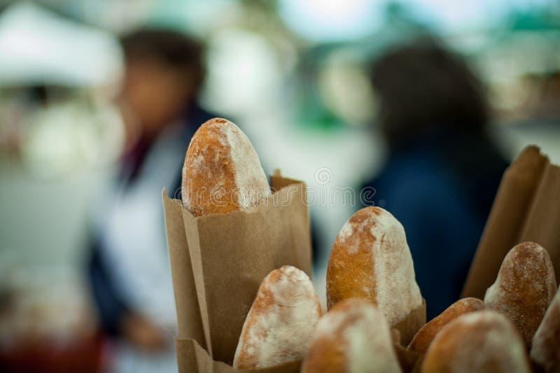 Ψωμιά Baguette στις τσάντες εγγράφου στοκ εικόνες