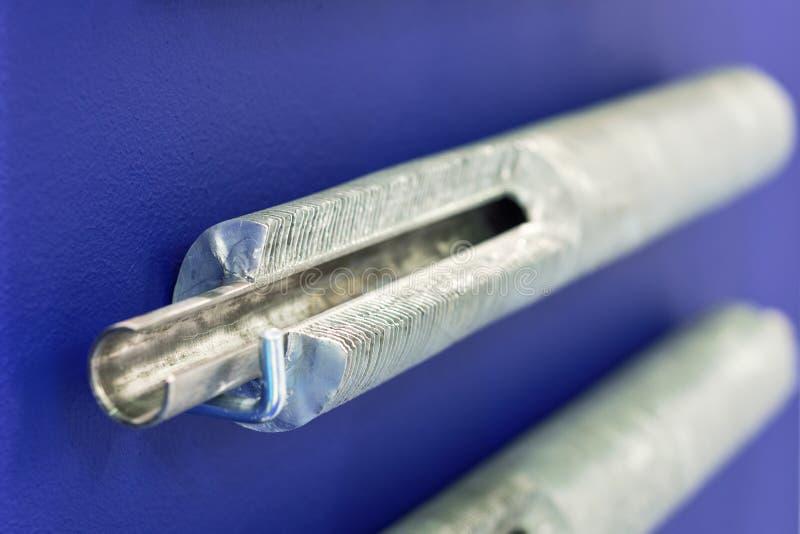 Ψύξη σωλήνων θερμαντικών σωμάτων Ο σωλήνας αργιλίου έχει τα ισχυρά πτερύγια στοκ φωτογραφίες