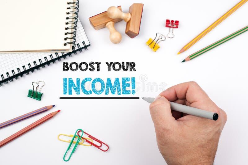 Ωθήστε το εισόδημά σας Άσπρο γραφείο γραφείων στο οποίο διάφορα στοιχεία στοκ φωτογραφία με δικαίωμα ελεύθερης χρήσης