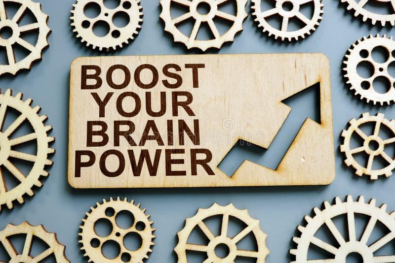 Ωθήστε το σημάδι δύναμης εγκεφάλου σας στο ξύλινο πιάτο στοκ εικόνες
