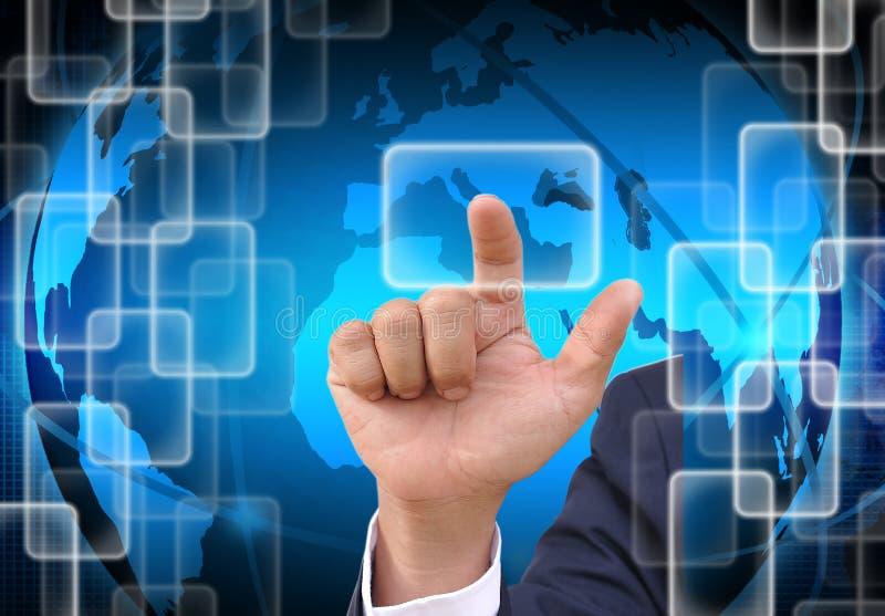Ωθώντας κουμπί χεριών επιχειρηματιών σε μια οθόνη αφής απεικόνιση αποθεμάτων