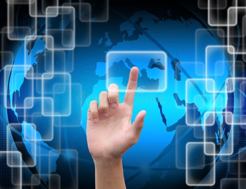 Ωθώντας κουμπί χεριών σε μια διαπροσωπεία οθόνης αφής απεικόνιση αποθεμάτων