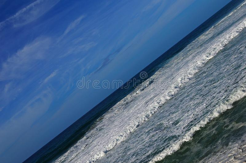 Ωκεάνια κύματα κατά τη διάρκεια μιας θύελλας στην ατλαντική ακτή στην Πορτογαλία Ho στοκ φωτογραφία με δικαίωμα ελεύθερης χρήσης