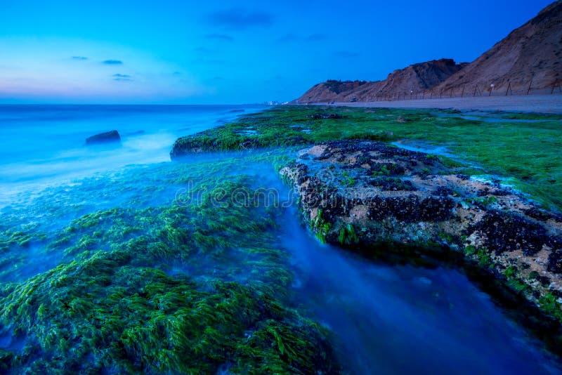 Ωκεάνιες πέτρες στο Τελ Αβίβ στοκ φωτογραφία