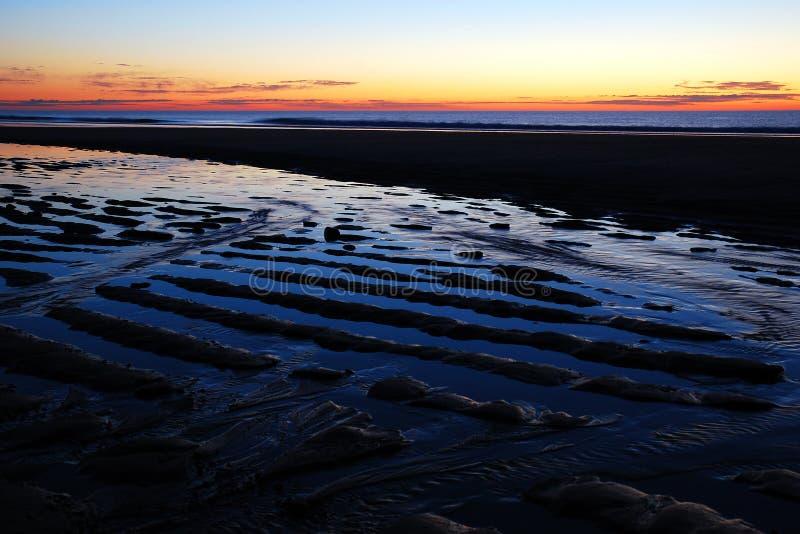Ωκεάνιοι κυματισμοί στην ανατολή στοκ εικόνες