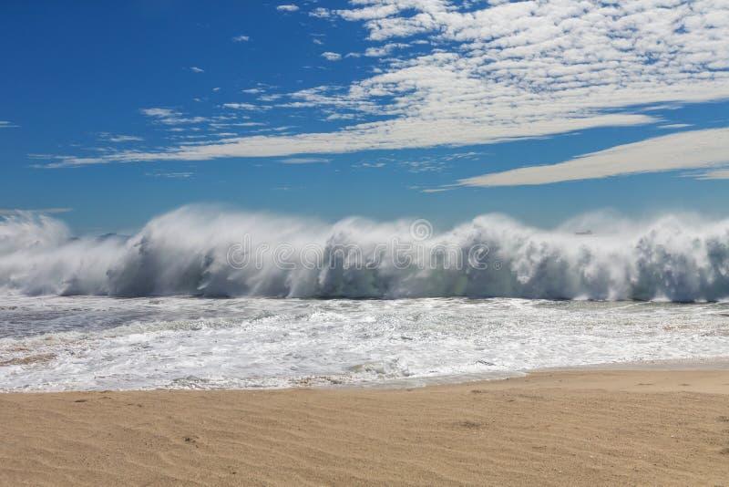 Download Ωκεάνιο κύμα στοκ εικόνα. εικόνα από φύση, κόλπος, ισχύς - 62724875