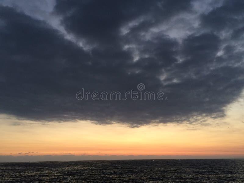 Ωκεάνιο σούρουπο στοκ εικόνες