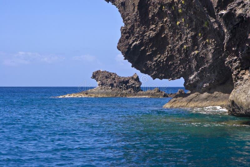 ωκεανός απότομων βράχων στοκ εικόνα με δικαίωμα ελεύθερης χρήσης