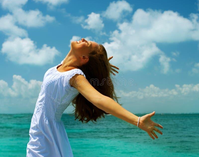 ωκεανός κοριτσιών παραλιών στοκ εικόνες με δικαίωμα ελεύθερης χρήσης