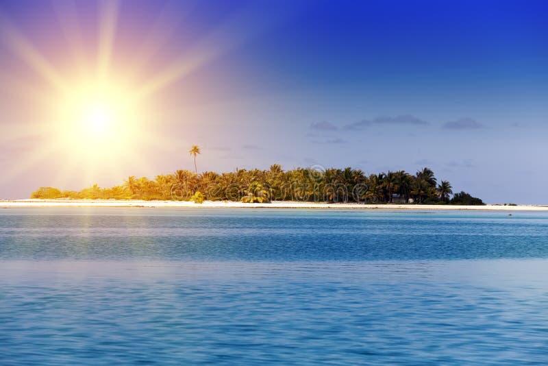 Ωκεανός στο ηλιοβασίλεμα Πολυνησία Ταϊτή στοκ φωτογραφία με δικαίωμα ελεύθερης χρήσης