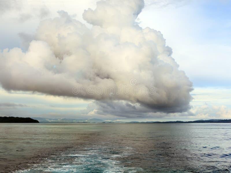 ωκεανός σύννεφων κόλπων πέρ&a στοκ εικόνες με δικαίωμα ελεύθερης χρήσης