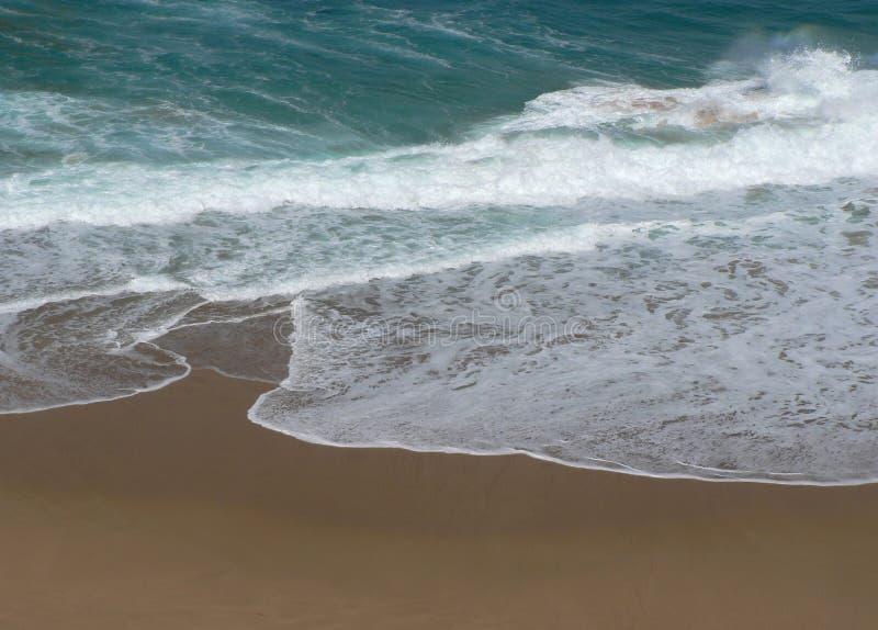 Download ωκεανός στοκ εικόνα. εικόνα από ισχύς, κύματα, άμμος, παράκτιος - 389537