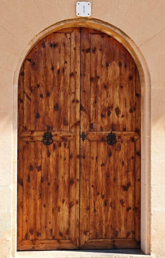 Ωοειδείς ξύλινες πόρτες στοκ φωτογραφία
