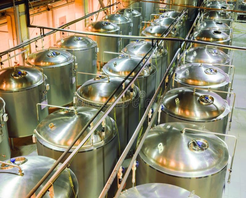 Ωρίμανση καταστημάτων της μπύρας στο ζυθοποιείο στοκ φωτογραφίες