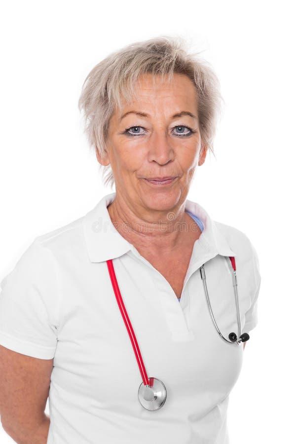 Ωριμασμένος θηλυκός γιατρός, που απομονώνεται στο λευκό στοκ εικόνες με δικαίωμα ελεύθερης χρήσης