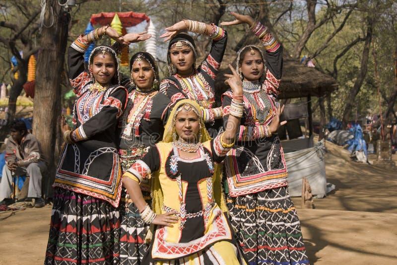 όλοι χορεύουν γυναίκα ο& στοκ φωτογραφία με δικαίωμα ελεύθερης χρήσης
