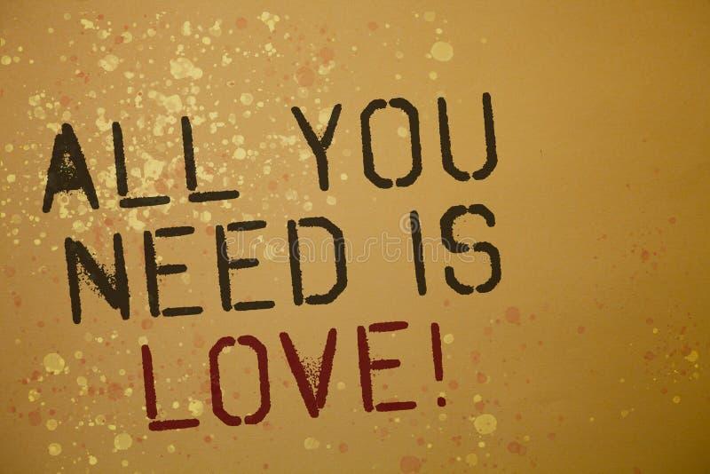 Όλο κειμένων γραψίματος λέξης που χρειάζεστε είναι αγάπη κινητήρια Η επιχειρησιακή έννοια για τη βαθιά αγάπη χρειάζεται τα ρωμανι στοκ φωτογραφία με δικαίωμα ελεύθερης χρήσης
