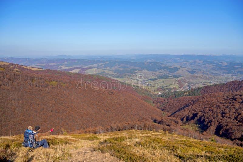 όμορφα βουνά τοπίων φθινοπώ& Καρπάθιος, Ουκρανία στοκ εικόνα με δικαίωμα ελεύθερης χρήσης