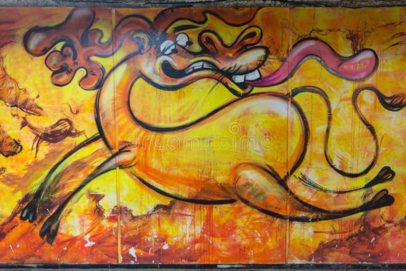 Όμορφα γκράφιτι τέχνης οδών Αφηρημένα δημιουργικά χρώματα μόδας σχεδίων στους τοίχους της πόλης Αστικός σύγχρονος στοκ φωτογραφίες