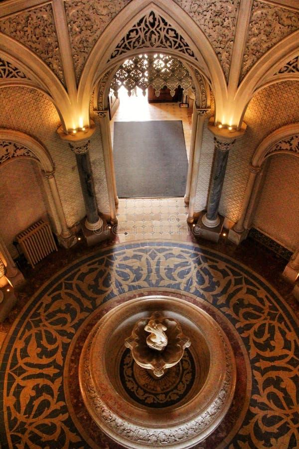 Όμορφα δωμάτια με τα arcades και τους στυλοβάτες του παλατιού Monserrate σε Sintra στοκ φωτογραφία