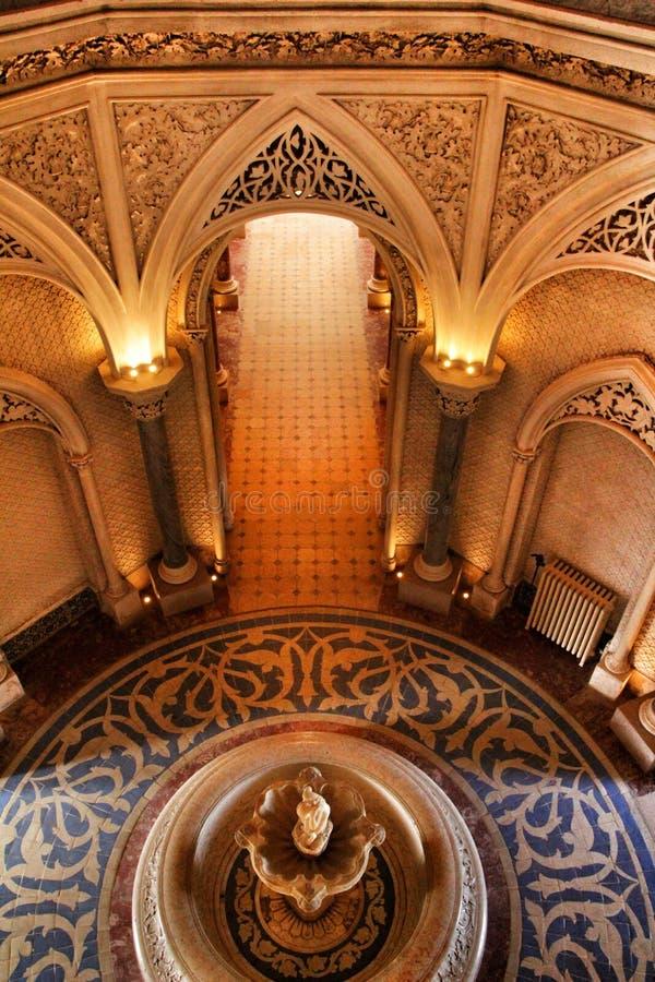 Όμορφα δωμάτια με τα arcades και τους στυλοβάτες του παλατιού Monserrate σε Sintra στοκ φωτογραφία με δικαίωμα ελεύθερης χρήσης