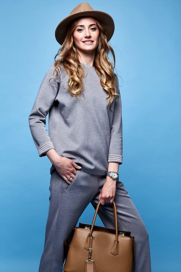 Όμορφα ενδύματα το περιστασιακό s ένδυσης ύφους μόδας γοητείας γυναικών προκλητικά στοκ εικόνες με δικαίωμα ελεύθερης χρήσης
